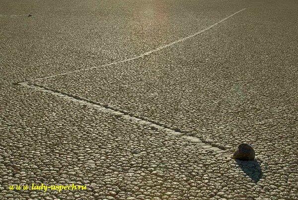 Движущиеся камни Долины Смерти