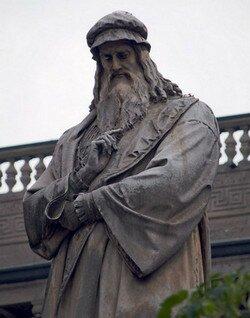 Памятник Леонардо да Винчи. Милан