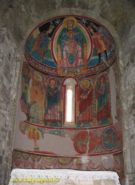 Испанские Пиренеи. Долина Валь де Баи. Древняя романская церковь