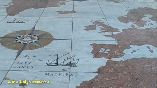 Португалия. Карта на площади у подножия монумента первооткрывателям