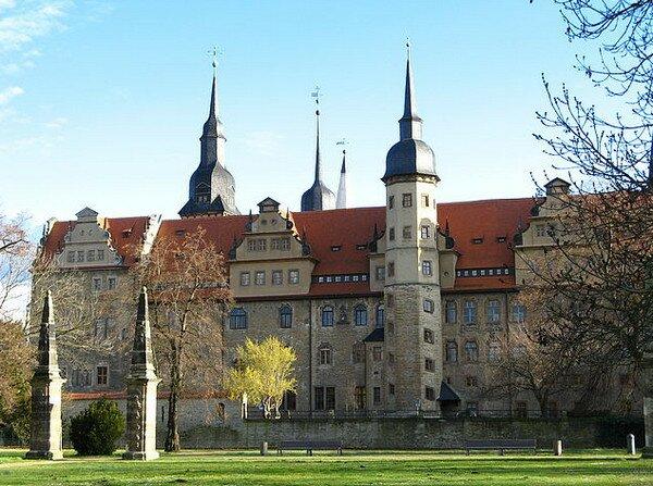 Мерзебург. Восточная Германия. Замок Черного ворон