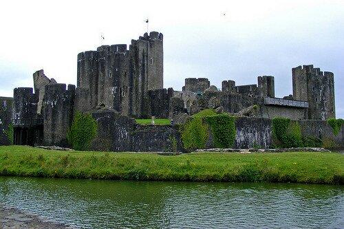 Замок Кайрфилли Уэльс Великобритания