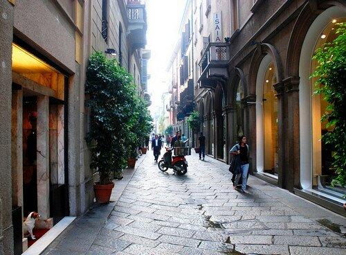 Улица Монтенаполеоне Милан, Италия