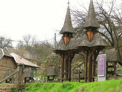 Деревянная Церковь святой Параскевы в Десешты