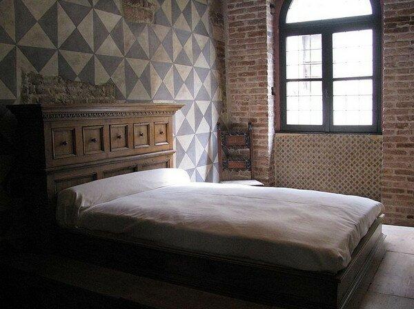 Кровать в доме Джульетты