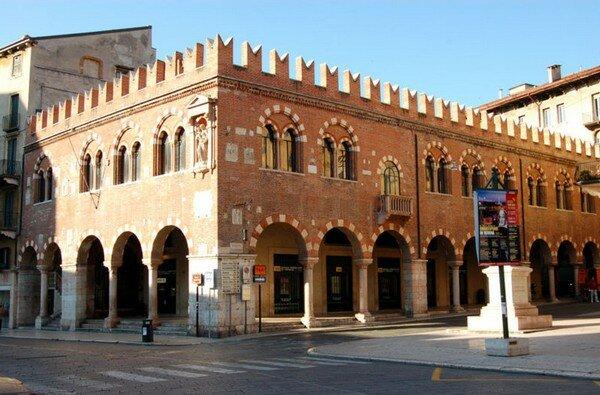 Domus Mercatorum, Верона Италия