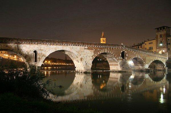 Ponte Pietra, Верона Италия