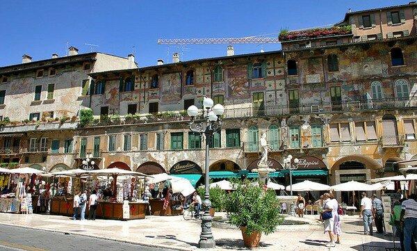 Piazza delle Erbe, Верона Италия
