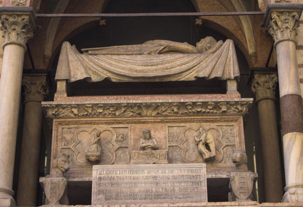 Santa Maria Antica надгробие Канграде I Делла Скала, Верона
