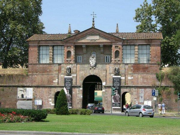 Porta san Pietro, Лукка Италия
