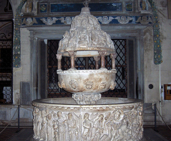 Крестильная купель в Базилике Св. Фредиано, Лукка Италия