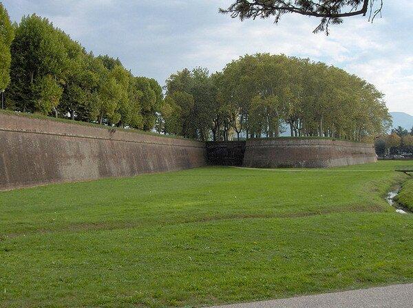 Крепостная стена, Лукка Италия