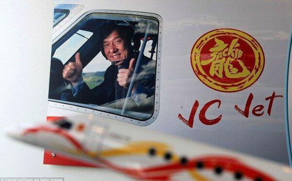 Самолет Джеки Чана