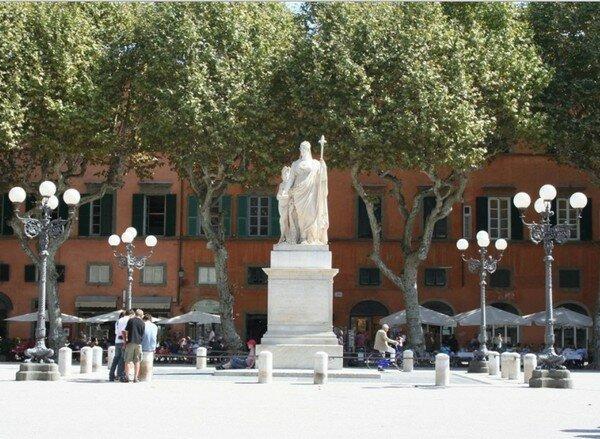 Площадь Наполеона, Лукка Италия
