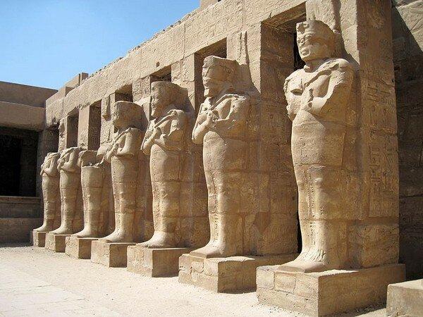Храм Рамзеса III в Карнаке. Зал Кариатид